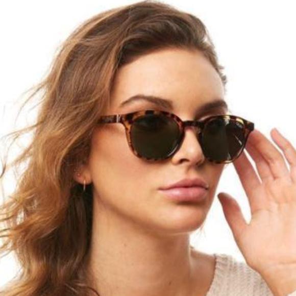6ff4393c04 QUAY Walk On Round Sunglasses - Black